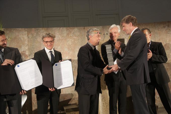 Prize handover to Stefano Boeri, on the left side Manfredi Catella (Hines Italia) and Giovanni La Varra (partner Boeri Studio), photo: Alexander Paul Englert